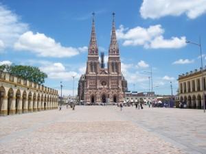 Basílica_Luján_desde_Plaza_Belgrano